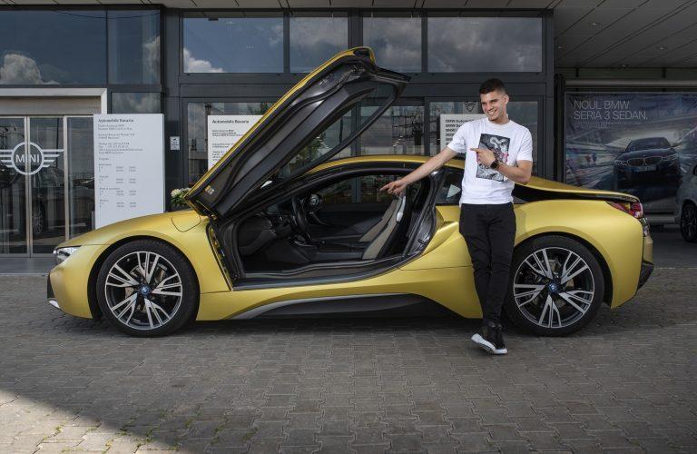 Așa arată viitorul. Ianis Hagi si BMW i8.
