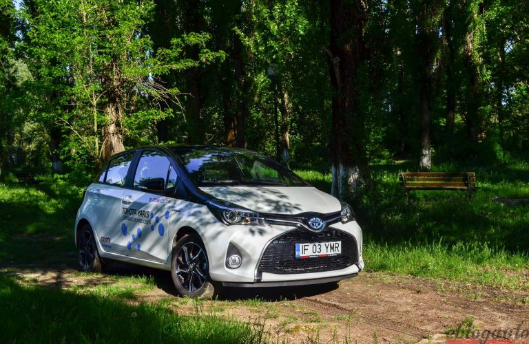 Test drive Toyota Yaris Hybrid 1.5 l benzina e-CVT