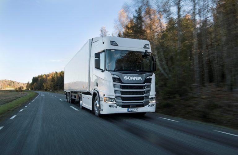 Camioane Scania vs. Camioane MAN. Avantaje și dezavantaje.