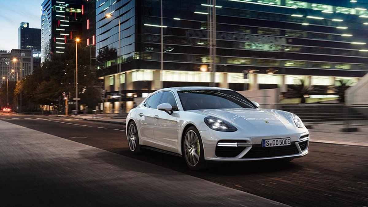 Noul Porsche Panamera Turbo S E-Hybrid