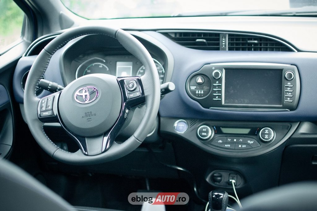 test drive toyota yaris hybrid 2017 review eblogauto. Black Bedroom Furniture Sets. Home Design Ideas