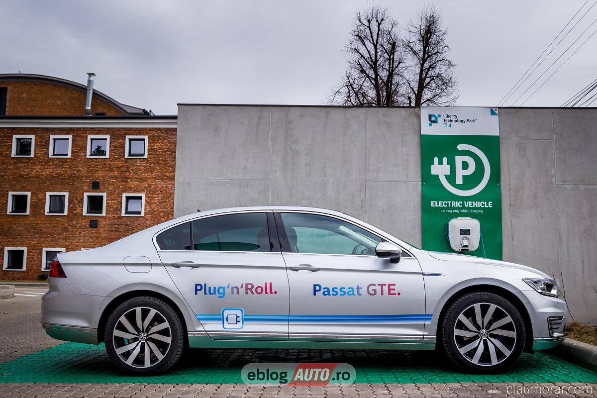 Test Drive Volkswagen Passat GTE 2017 [VIDEO TEST]